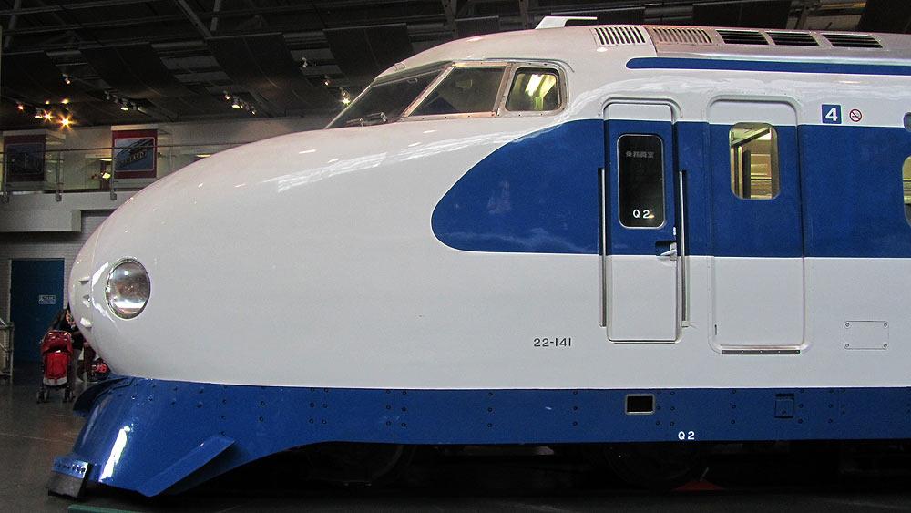 http://www.death-rock.de/bahnpics/20120701-28-shinkansen.jpg